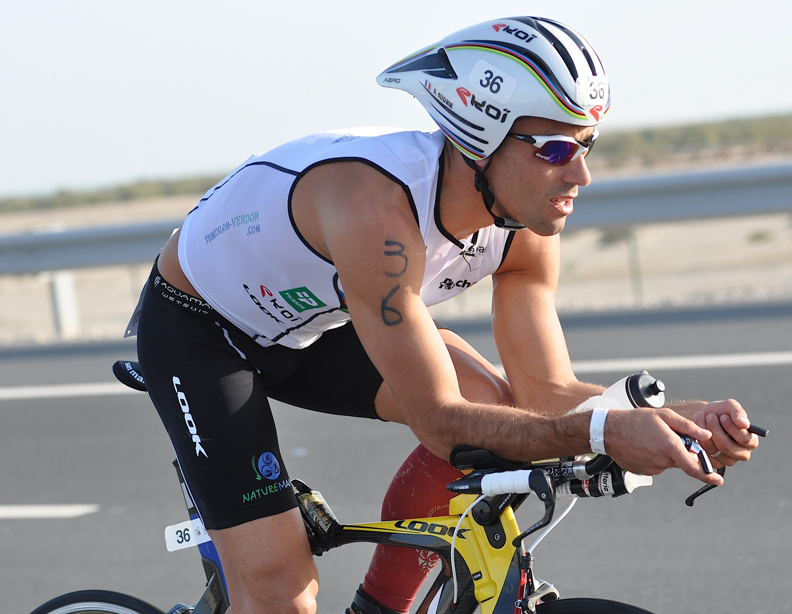 Sylvain Sudrie au départ du triathlon international d'Abu Dhabi