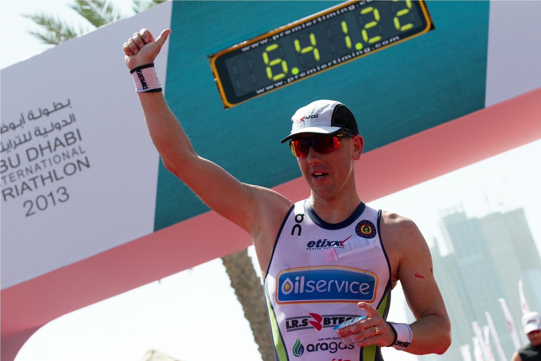 Frederik Van Lierde, champion du monde IRONMAN, parraine l'équipe Croix-Rouge aux 20 km de Bruxelles