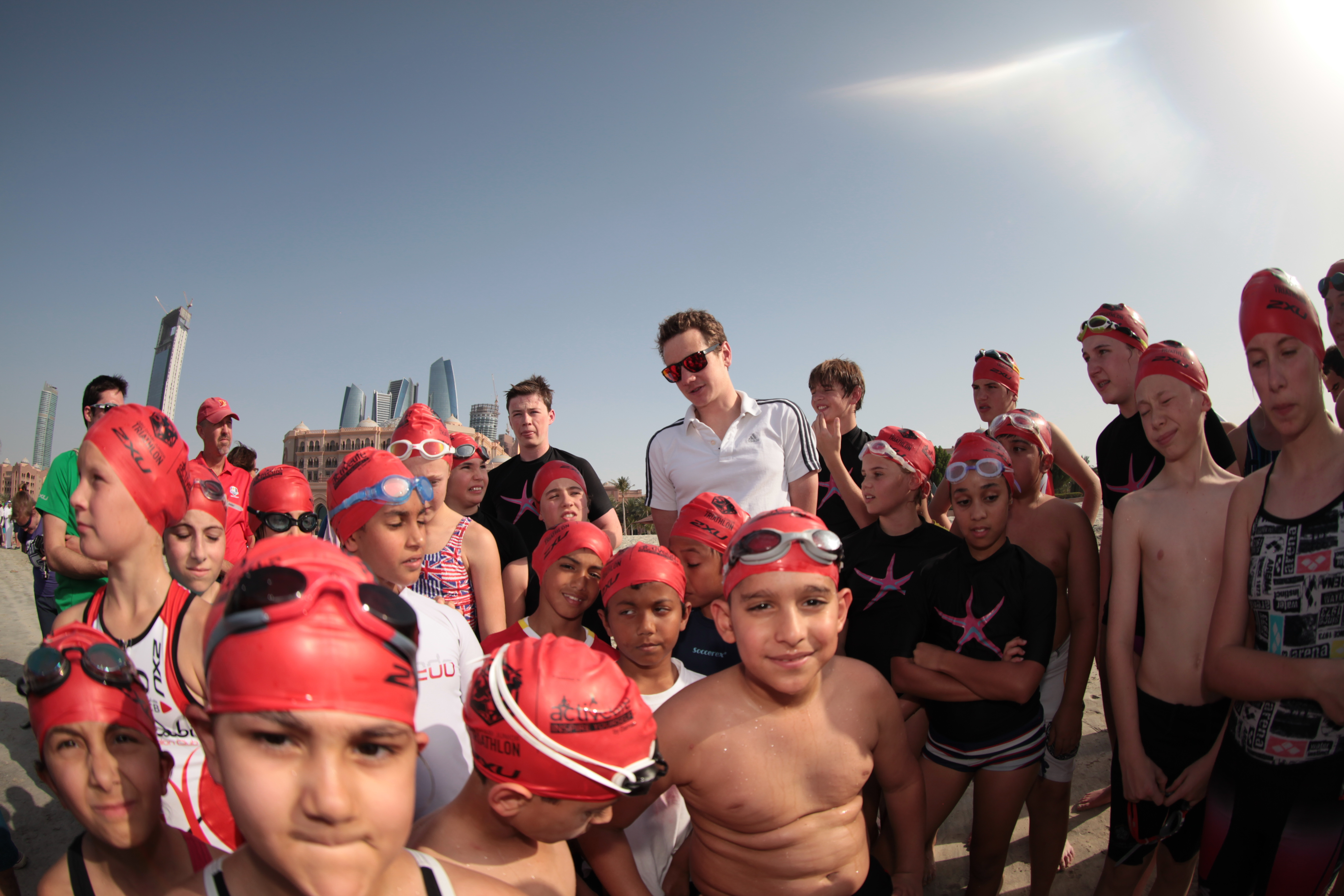 Abu Dhabi Triathlon: Les Frères Brownlee à la rencontre des jeunes triathlètes