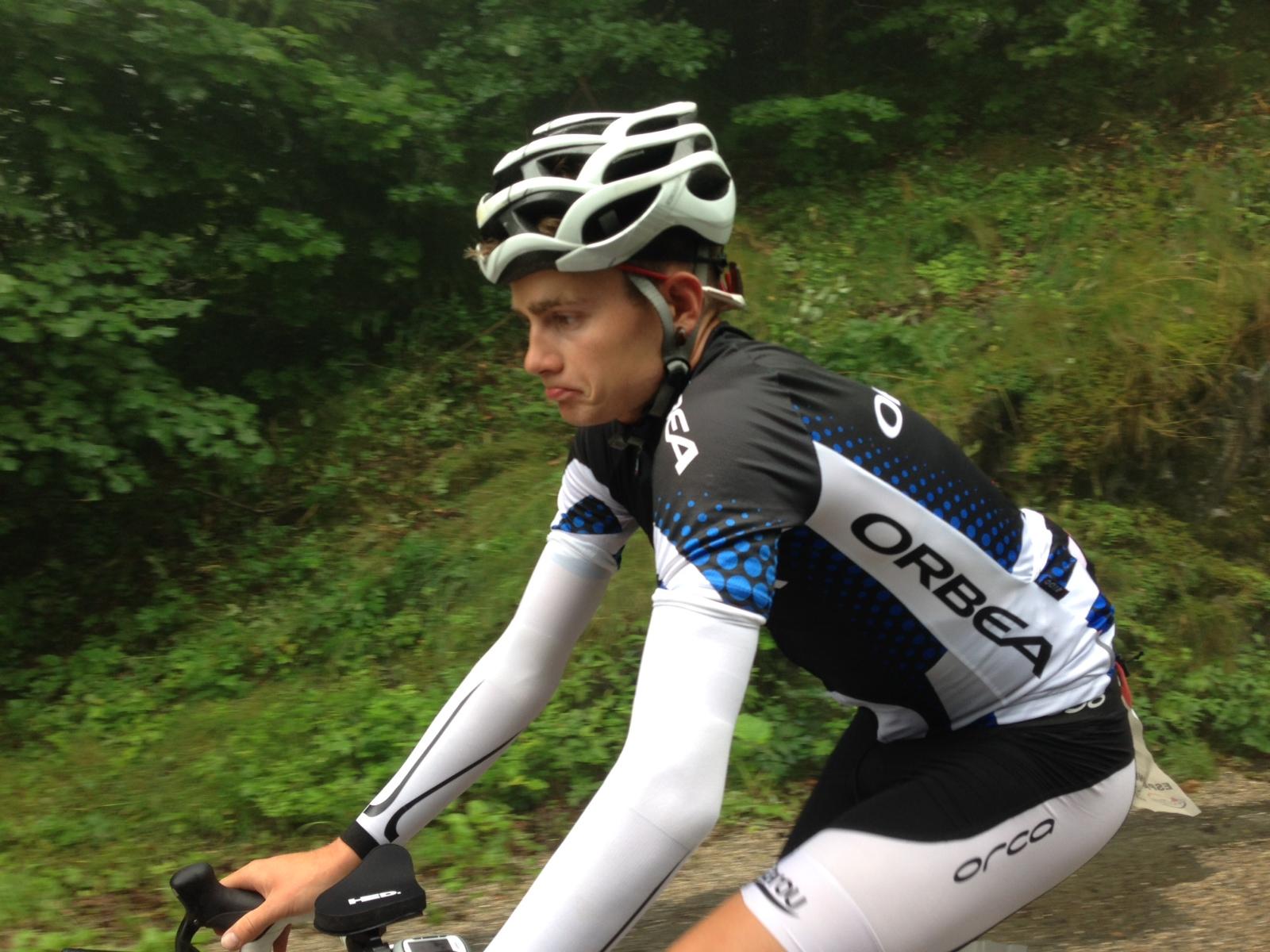 ALPE D'HUEZ : Alberto Moreno produit son effort dans l'ascension du col du Grand Serre