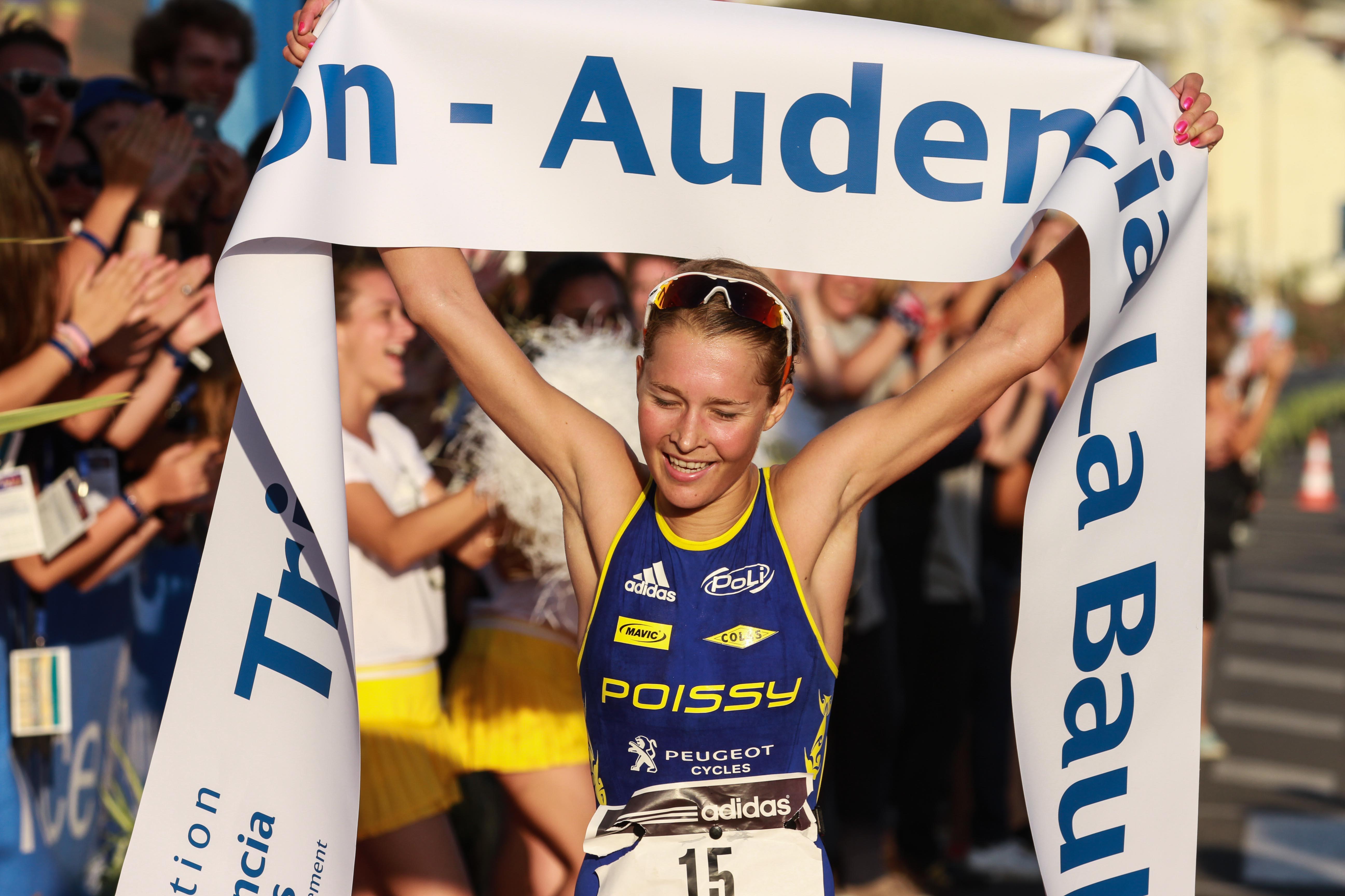 Triathlon Audencia La Baule 2014 : Rachel Klamer franchit la première la ligne de la course Elite Internationale