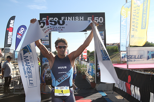 Karl SHAW et Jeanne COLLONGE, victorieux au Triathlon 5150 Marseille
