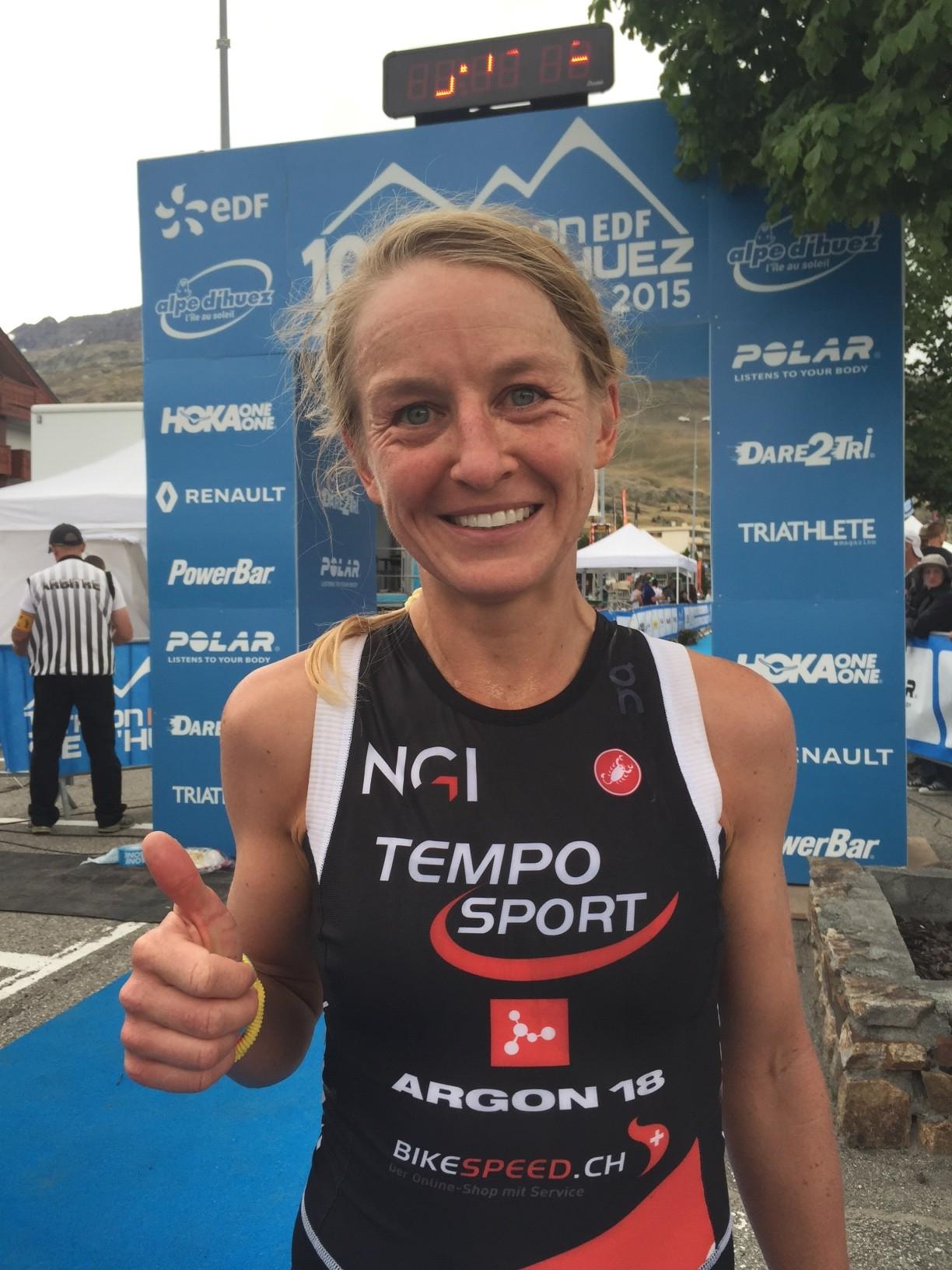 Emma Pooley remporte la victoire à l'Alpe