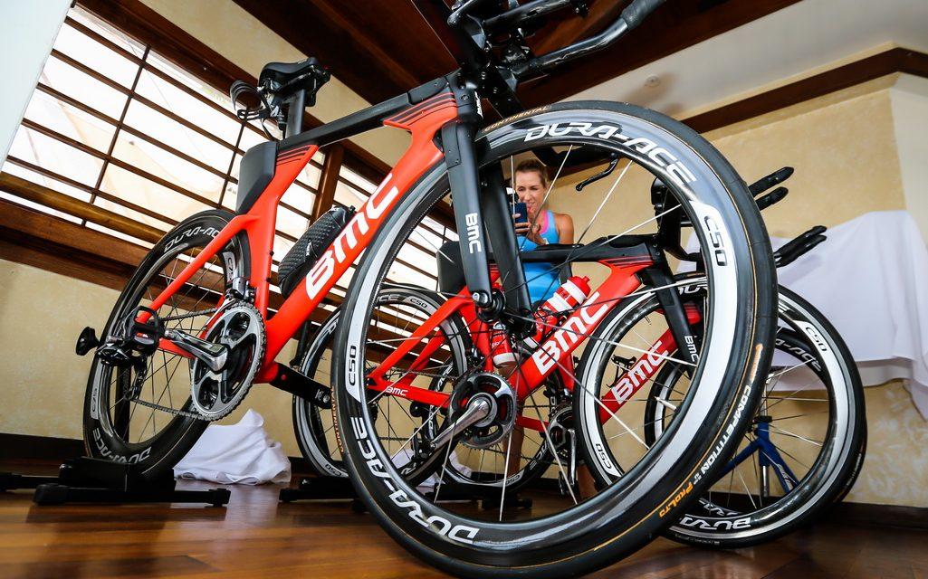 Les triathlètes BMC-Etixx Team pro sur une nouvelle machine à Kona…