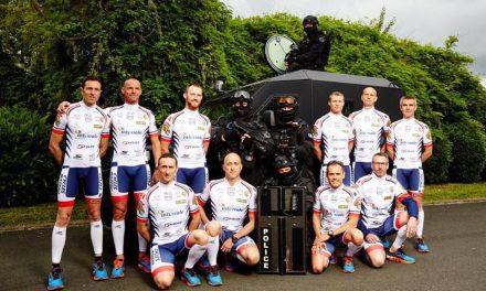Ironspondyman: les policiers sur l'Ironman d'Italie contre la maladie